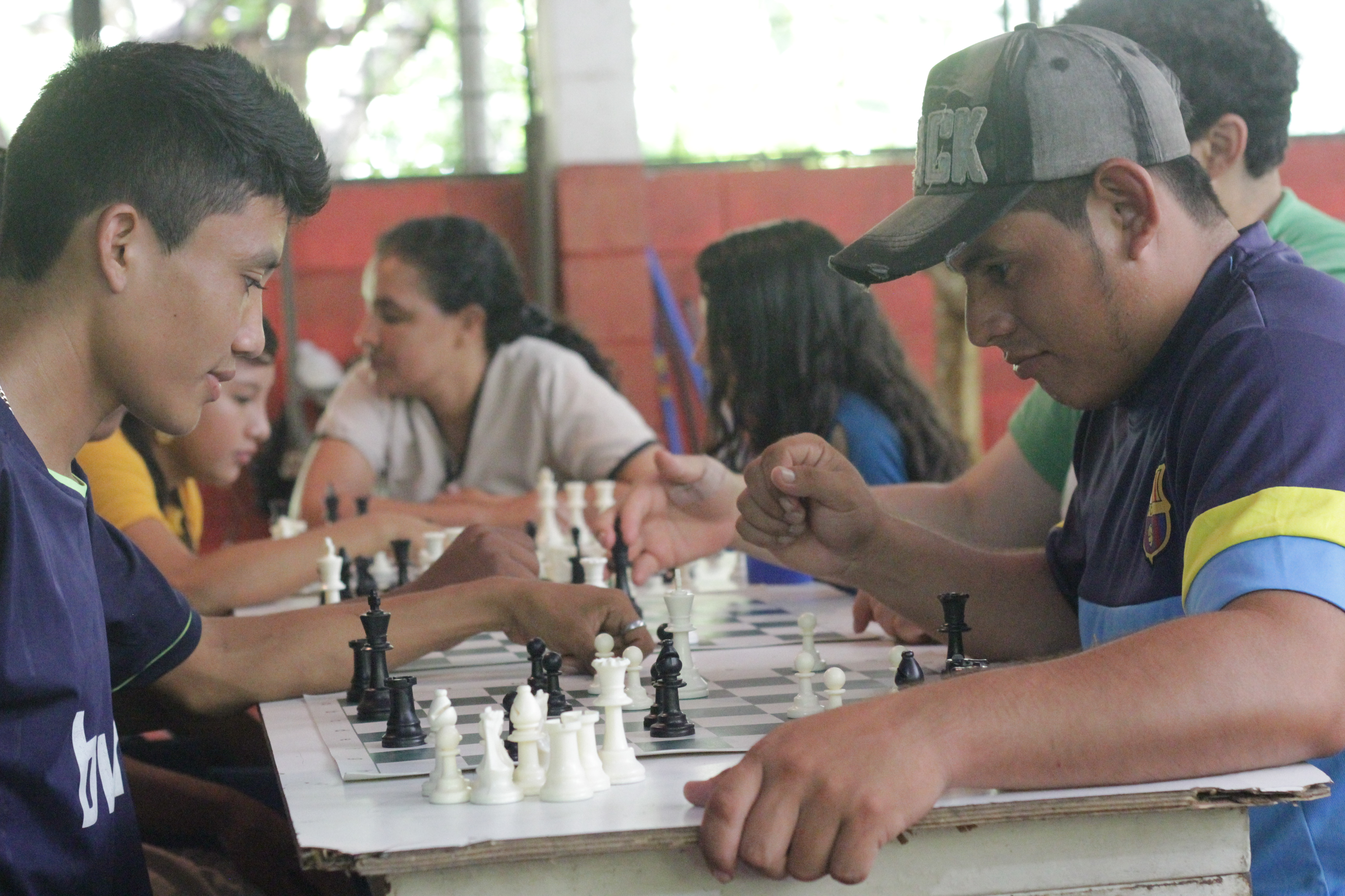 Learning to Play Chess in El Salvador - Wholesale Chess